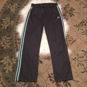 adidas Pants - ♥️adidas grey with 3green stripes with 2 pockets